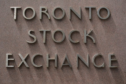 TSX recovers slightly at open as oil prices steady
