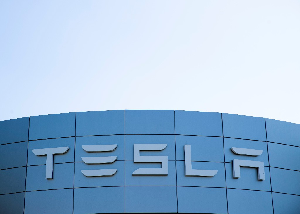 Tesla's release of new 'self-driving' software closely watched by U.S. regulator