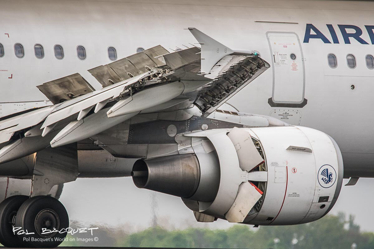 An Air France Airbus A320 landing at Roissy CDG Airport in Paris