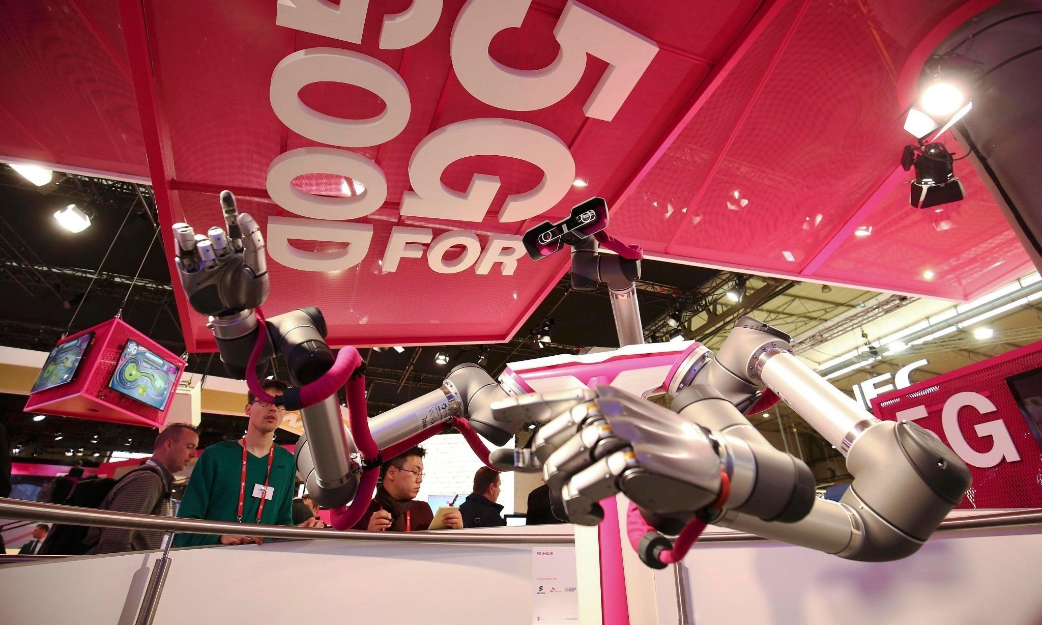 Robots delivering pizza and house viewing by VR: is 5G really the future?