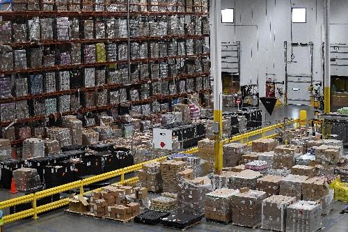 Amazon despliega máquinas que empaquetan los pedidos y sustituyen a los trabajadores