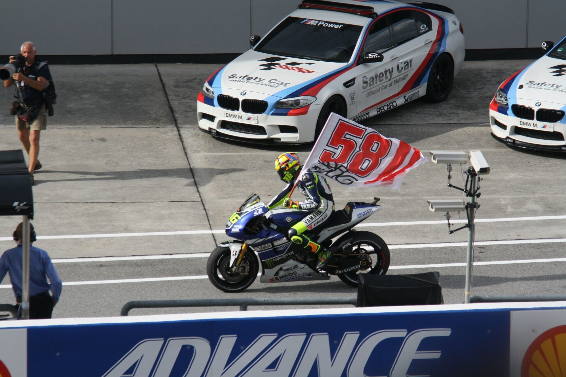 Yesterday at Moto GP Sepang, Malaysia. One of best moment Valentino Rossi bring memory to remember for Marco Simmonceli..