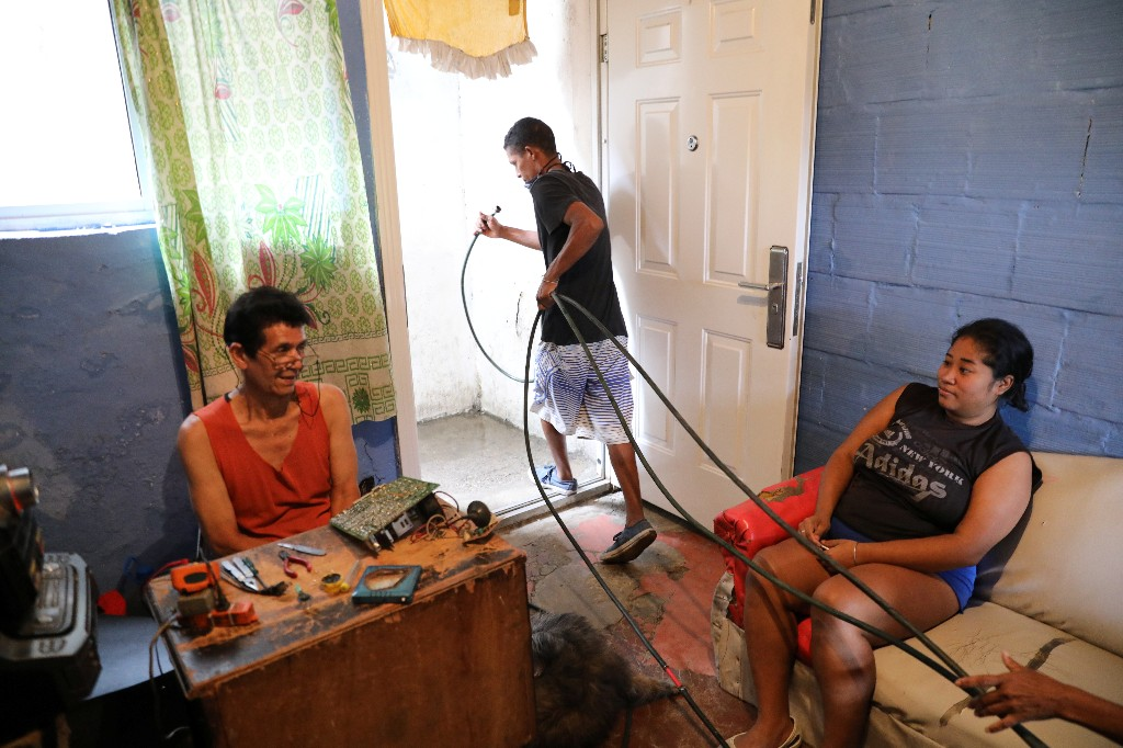 Priced out of services, Venezuelans turn creative for water and gas