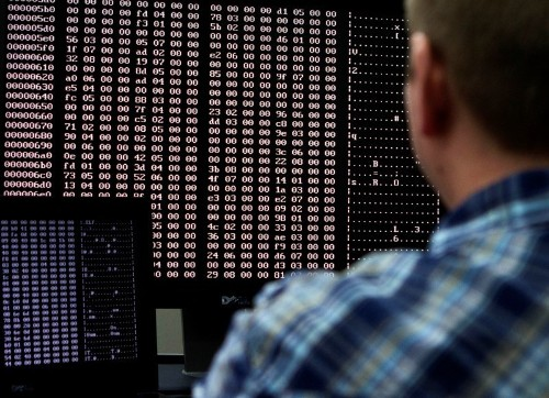 U.S. government worse than all major industries on cyber security: report