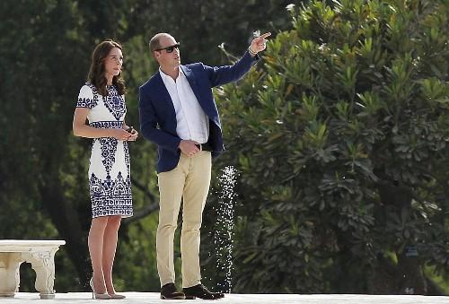 """Príncipe William rebate acusações de ociosidade e diz querer """"modernizar"""" a família real"""