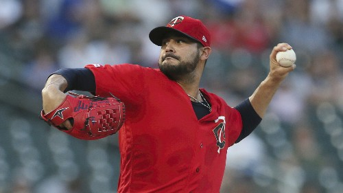 AP sources: Red Sox agree with LHP Pérez, SS Peraza