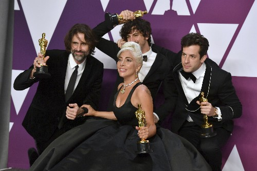 Backstage at the Oscars: Sing-a-longs and Champagne for Gaga