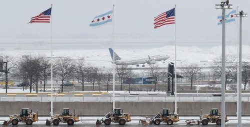 United encara fuerte presión por pasajero hospitalizado tras ser bajado a la fuerza de avión