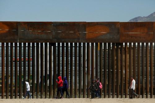 U.S., Mexico set talks amid tension over new curbs on asylum-seekers