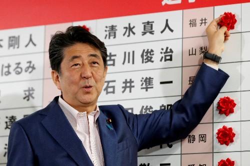 Japans Ministerpräsident Abe verfehlt Zwei-Drittel-Mehrheit