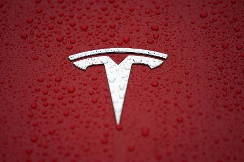 Tesla promet un retour au profit après des pertes au 1er semestre