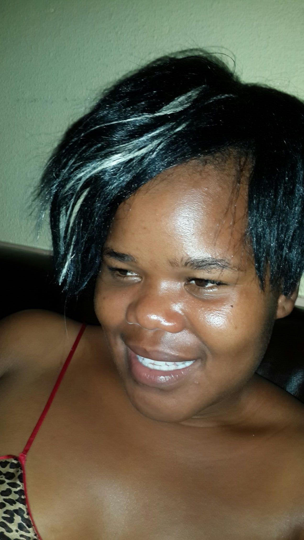 Ehhhhhhhh...I wonder y her hair is like dis...tjo