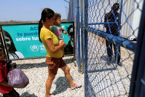 Treat fleeing Venezuelans as refugees, U.N. urges world