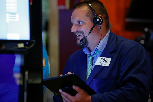 Wall street set for muted open, retail earnings mixed