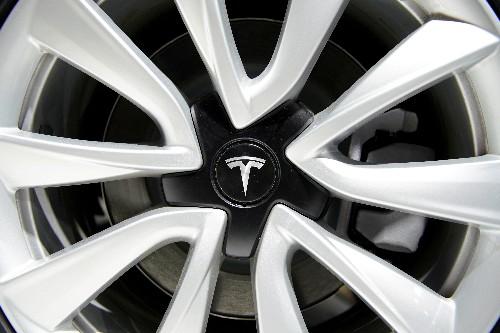 Tesla investigating video of parked Model S exploding in Shanghai