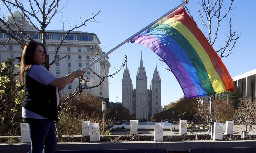 Hundreds of Mormons quit church in Utah in protest at same-sex policy