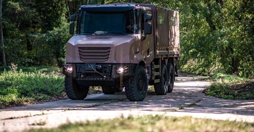 France's new military trucks can form a convoy with just one driver
