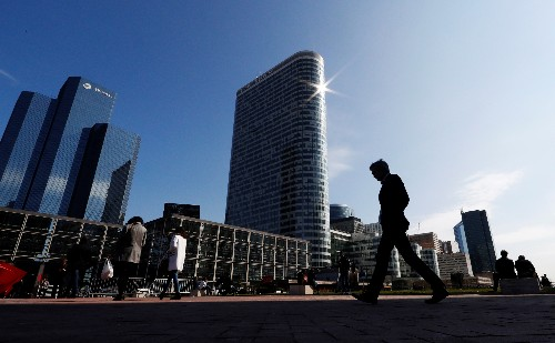 Protests plunge French business activity into contraction: PMI