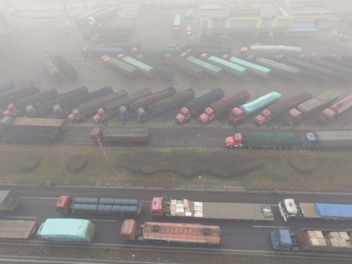 In war on smog, China considers how to take polluting diesel trucks off the road