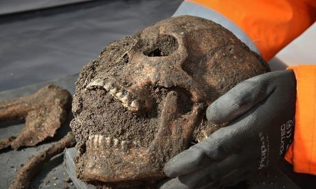 Black death skeletons reveal pitiful life of 14th-century Londoners