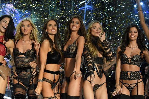 Victoria's Secret Fashion Show in Paris: Pictures