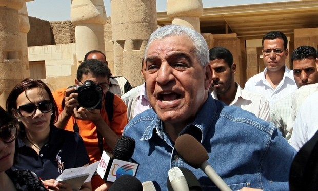 Former Egyptian antiquities minister faces questions over theft from pyramid