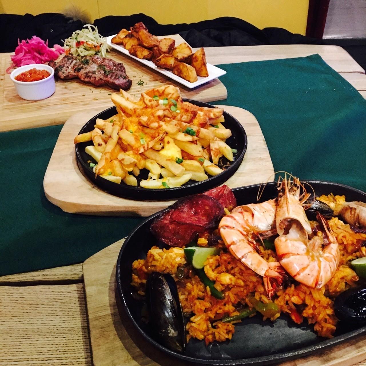 TEX REX 里加老城区附近一家24小时开放的餐厅,便宜,好吃,饮料调得也超棒