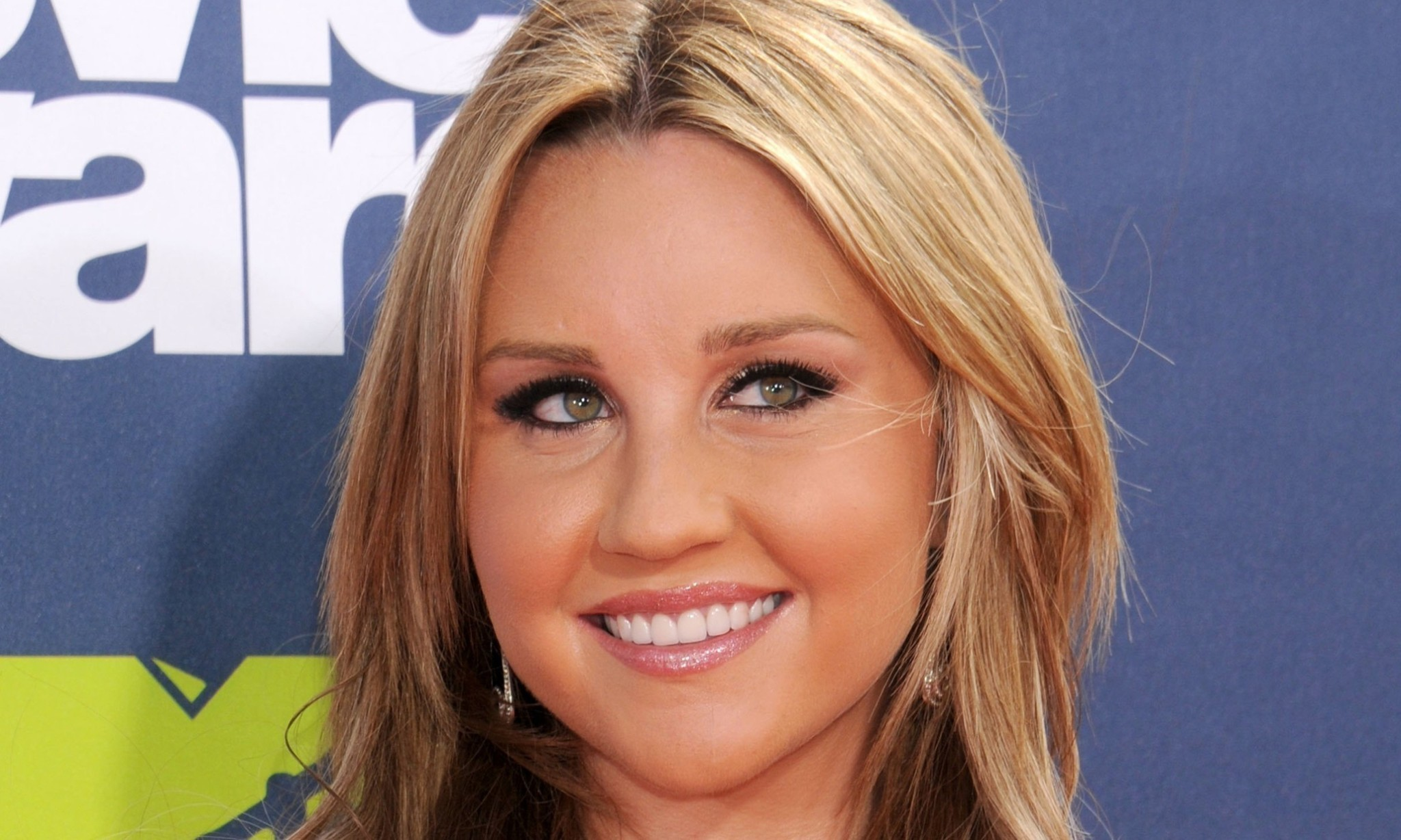 Amanda Bynes bong-tossing case dismissed by New York judge