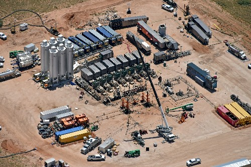 Low-cost fracking offers boon to oil producers, headaches for suppliers