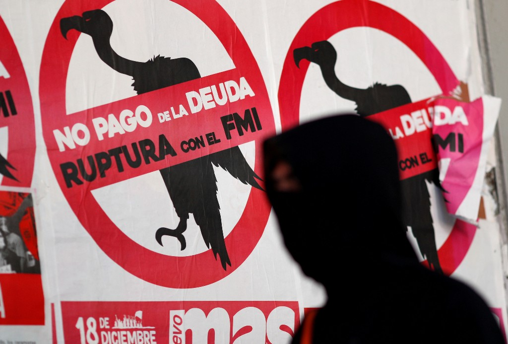 Argentina strikes $65 billion debt deal to avert hard default