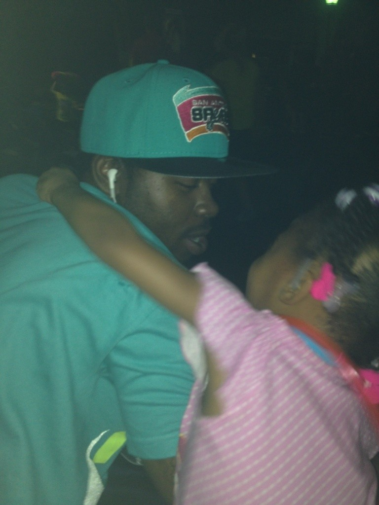 Dat daddy daughter luv#PLAY2MUCH#WUTUPCUZZ