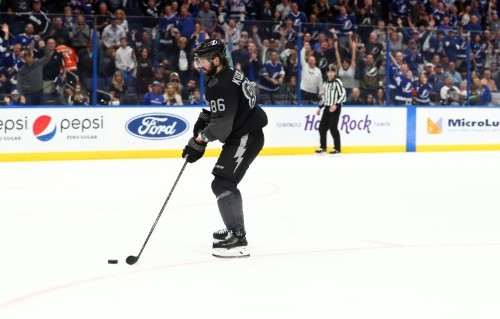 NHL roundup: Lightning beat Flyers for 10th straight win