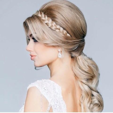 Penteado mais que perfeito para noivas ou ate mesmo para madrinhas....enfim....é muitoooo perfeito!!!!