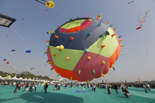 International Kite Festival in India: Pictures