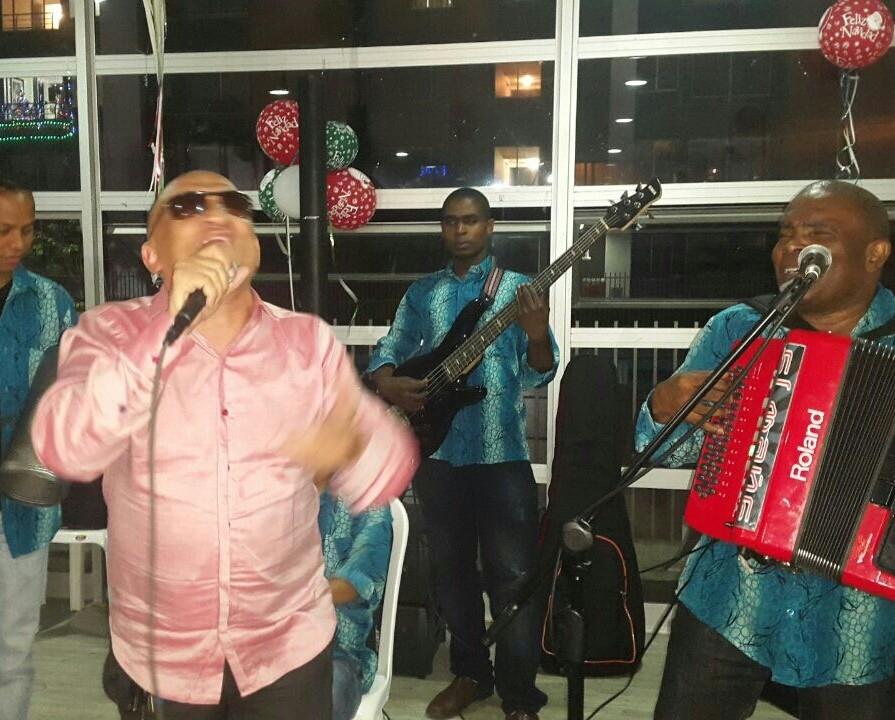 Es mi cumpleaños...pero el cantante soy YOOO!!