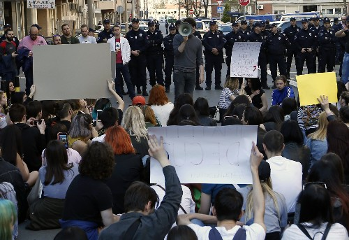 Serbian students rally over anti-govt protest detentions