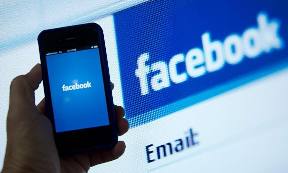Facebook's rise as news source hits publishers' revenues
