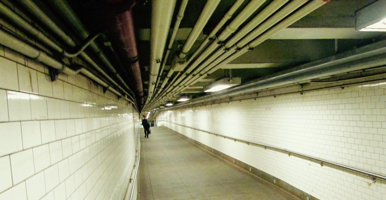 New York subway corridor - Brooklyn Bridge area, converging lines