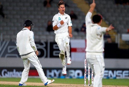 Cricket: Steady as she goes as New Zealand abandon all-out attack