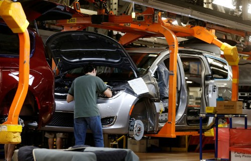 U.S. trade agency sees 76,000 new auto jobs from North American trade deal
