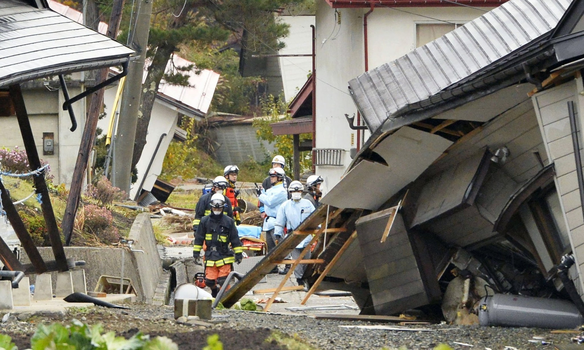 Strong earthquake strikes central Japan
