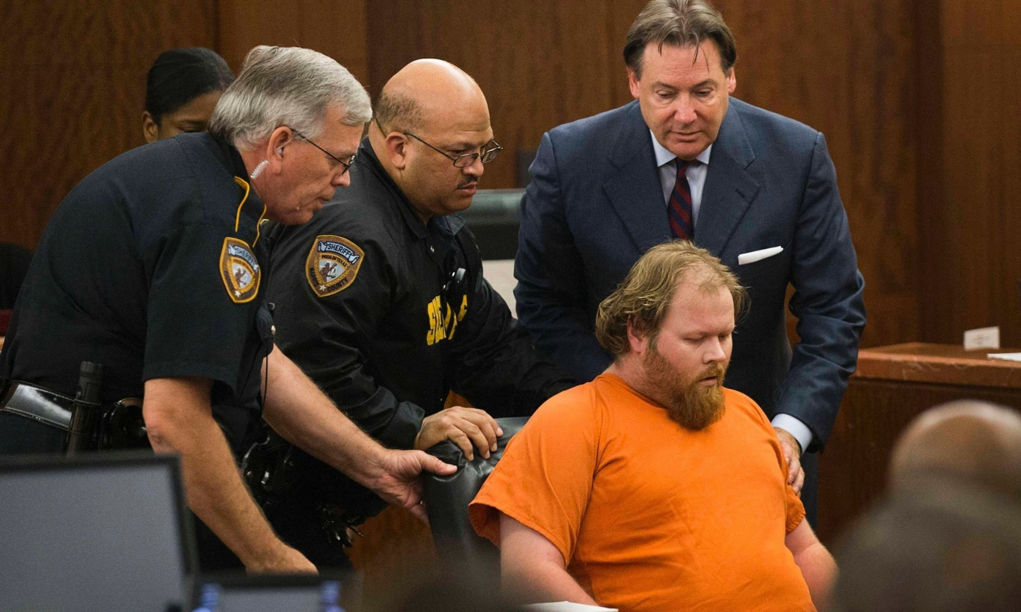 Texas killing suspect collapses during court hearing