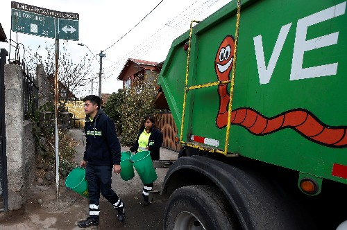 In an impoverished Chilean suburb, a recycling drive flourishes