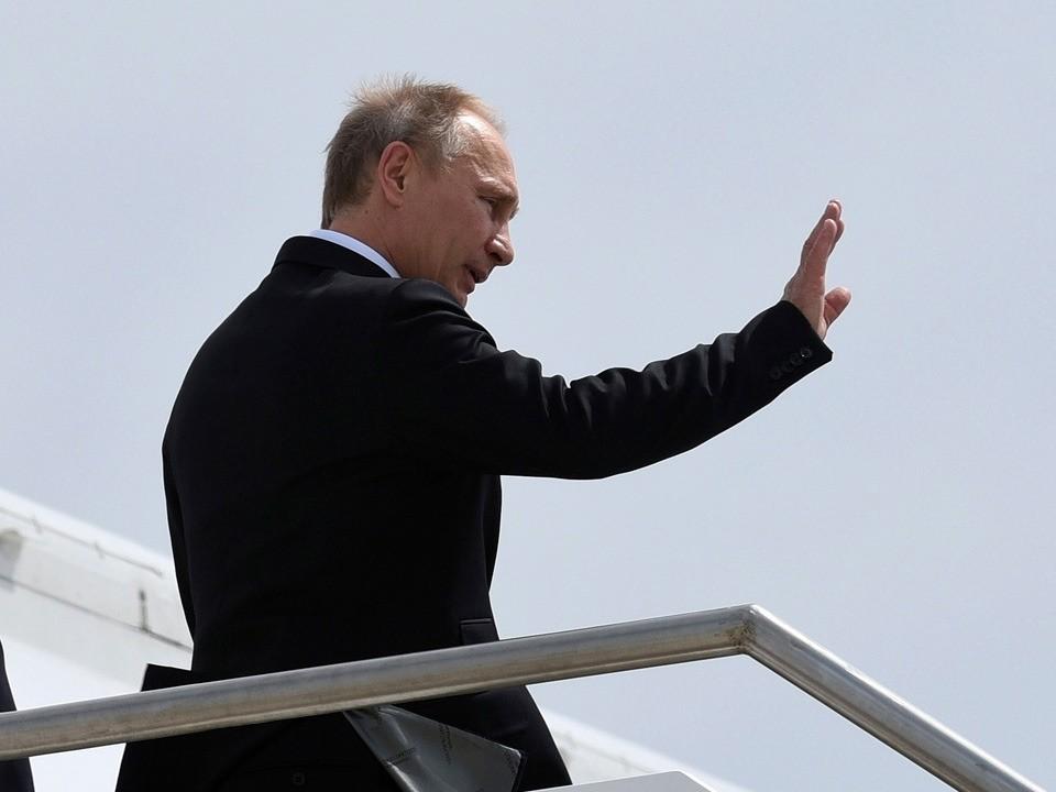 Vladimir Putin leaves G20 after leaders line up to browbeat him over Ukraine
