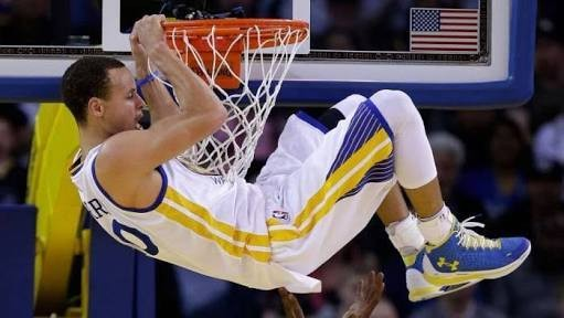 Steph curry with another dunk!