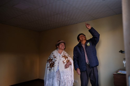 Wider Image: Bolivia's Aymara torn over their man Evo as he clings to power