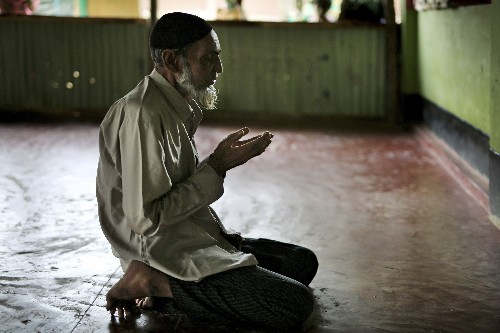 Rohingya fearful of doctors keep faith healers in business