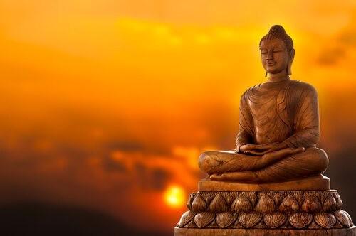 El Budismo: El Budismo es el sendero hacia la iluminación o liberación que el principe Siddharta Gautama encontró y enseño Tras descubrir el sufrimiento humano, Siddharta buscó y halló la iluminación en la meditación hasta convertirse en Buda