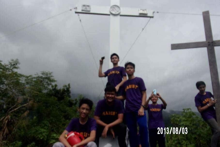 TREK TO THE TOP OF BANAHAW The students of SMC have walked all the way up to the kalbaryo in which they will se the three crosses. They walked all the way up there in order to pray, to pay respect, and an experience for their outbound trip. They're outbound trip took place at Dolores,Quezon last September 23