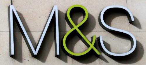 Le bénéfice annuel de Marks & Spencer baisse encore